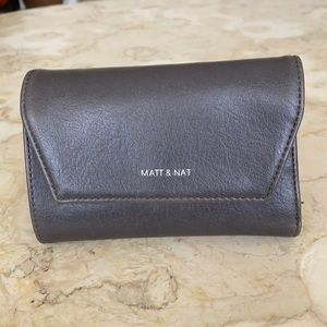 Matt & Nat Vegan Leather Medium Wallet